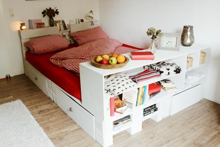palettenbett selber bauen so einfach geht es bauanleitung zum selberbauen 1 2. Black Bedroom Furniture Sets. Home Design Ideas