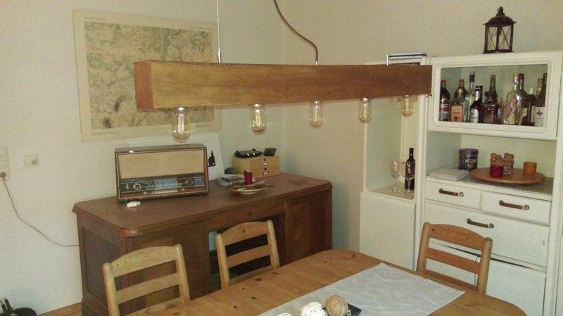 Hängelampe aus massiver Eiche mit Edison-Glühbirnen ...