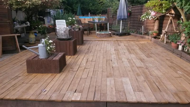 Fußboden Aus Palettenholz ~ Terrassenboden aus paletten bauanleitung zum selberbauen 1 2 do