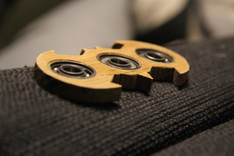 batman fidget finger spinner aus eichenholz. Black Bedroom Furniture Sets. Home Design Ideas