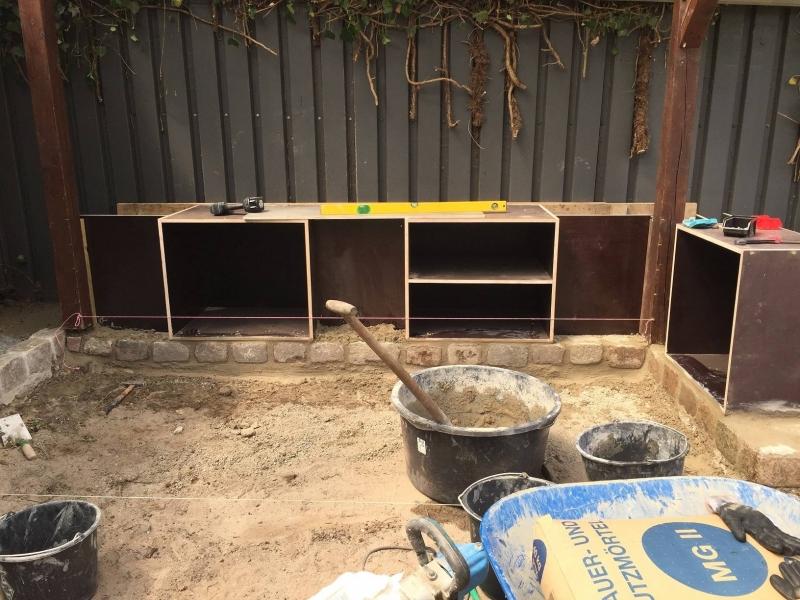 Fundament Für Außenküche : Außenküche aus stein mit beefeater grill und pizzaofen auf der