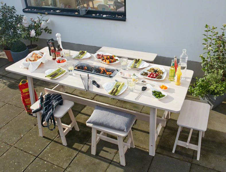 Hier Kommt Die DIY Losung Fur Mehr Geselligkeit Beim Grillen Dank Garten Esstisch Mit Integriertem Kohlegrill Brutzeln Eure Steaks Direkt Am Sitzplatz