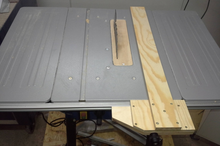 parallelanschlag f r tischkreiss ge bauanleitung zum selberbauen 1 2 deine. Black Bedroom Furniture Sets. Home Design Ideas