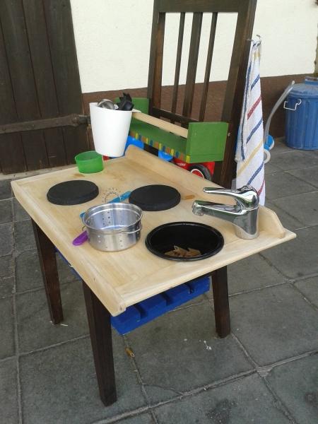 Kinderküche Aus Stuhl Bauen
