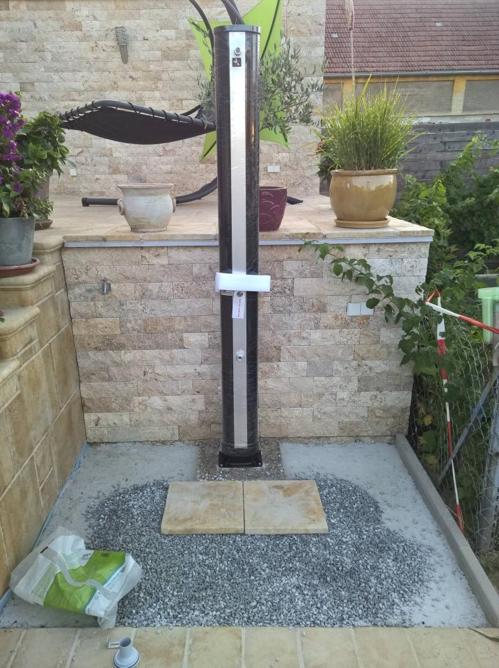 Duschplatz Mit Solardusche Bauanleitung Zum Selberbauen 1 2 Do Tags Gartendusche Gunstig Selber Bauen Abfluss