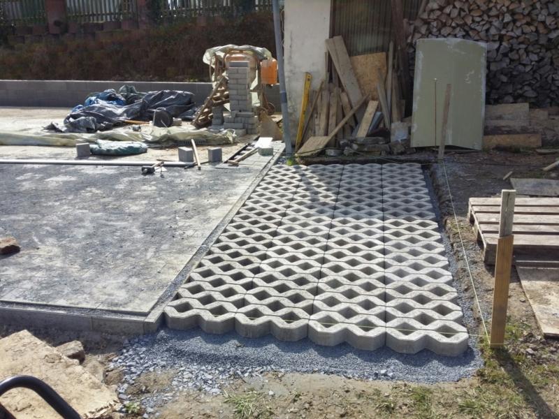 rasengittersteine oder rasenlochsteine verlegen bauanleitung zum selberbauen 1 2. Black Bedroom Furniture Sets. Home Design Ideas