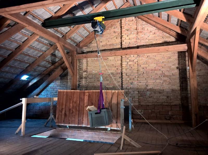 Notgeile Eheschlampe fickt mit ihrem alten in der Garage