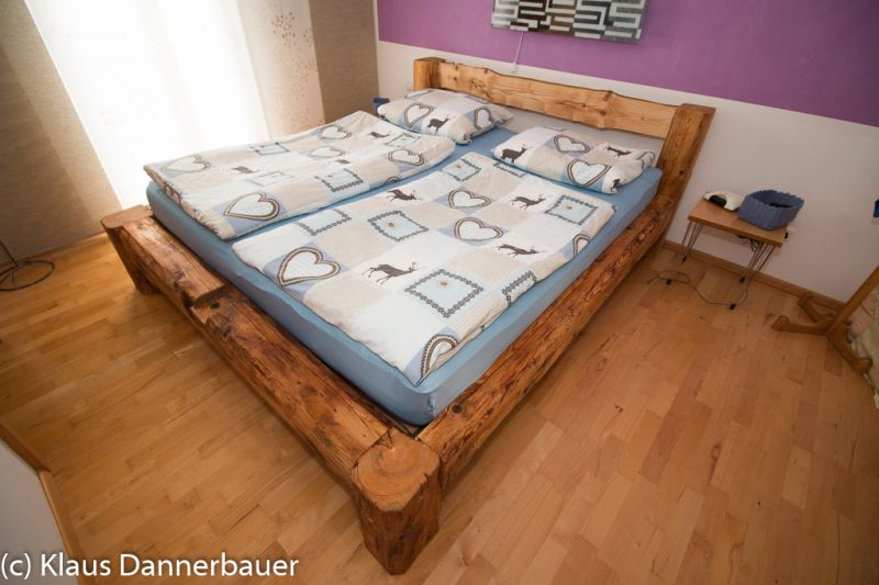 Bekannt Bett aus alten Holzbalken - Bauanleitung zum Selberbauen - 1-2-do HB69
