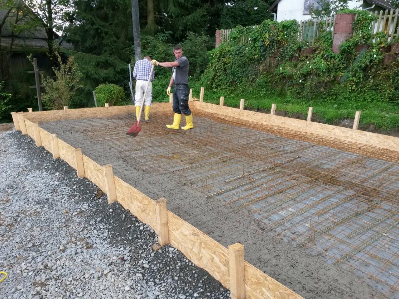 Gut bekannt Bodenplatte mit Streifenfundament oder Frostschürze - Bauanleitung BJ64