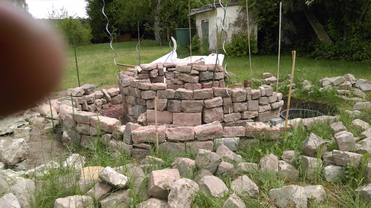 kräuterschnecke mit trockenmauer - bauanleitung zum selberbauen - 1