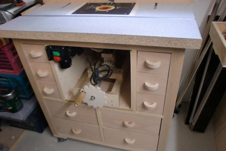 fr stisch mit hubeinrichtung bauanleitung zum selberbauen 1 2 deine heimwerker. Black Bedroom Furniture Sets. Home Design Ideas