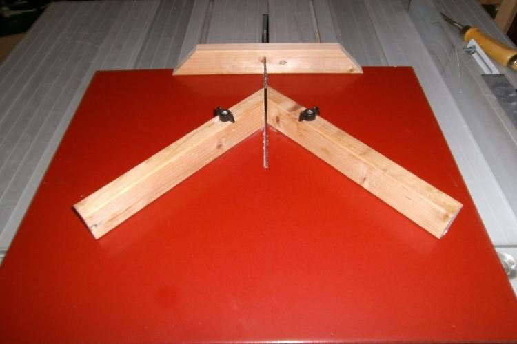 gehrungsschlitten f r die tischkreiss ge bauanleitung. Black Bedroom Furniture Sets. Home Design Ideas