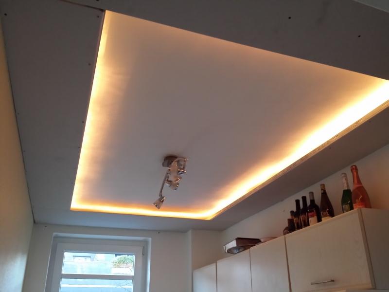 indirektes licht in der k che bauanleitung zum selberbauen 1 2 deine heimwerker. Black Bedroom Furniture Sets. Home Design Ideas