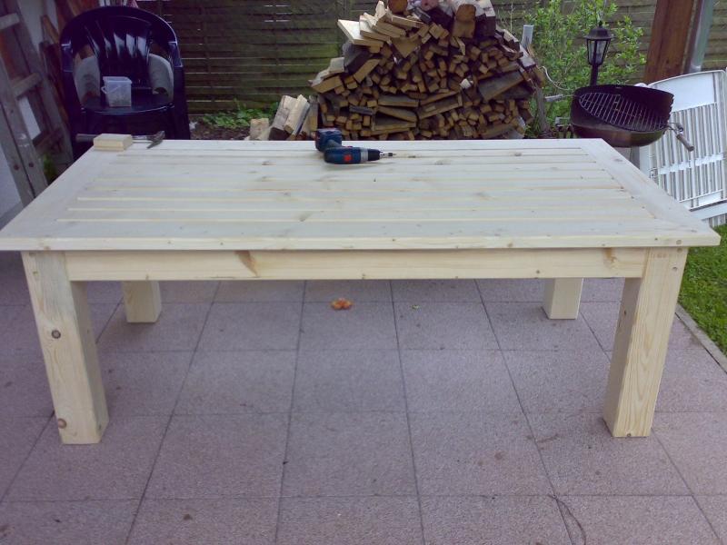 Terassentisch aus massiver fichte bauanleitung zum selberbauen 1 2 deine heimwerker for Terassentisch selber bauen