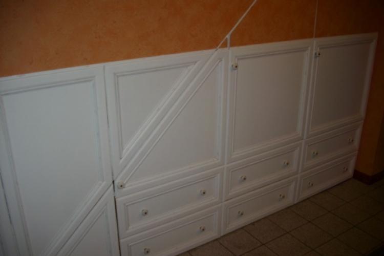 verkleidung des raumes unter der treppe passend zu den k chenfronten und der sitzecke. Black Bedroom Furniture Sets. Home Design Ideas