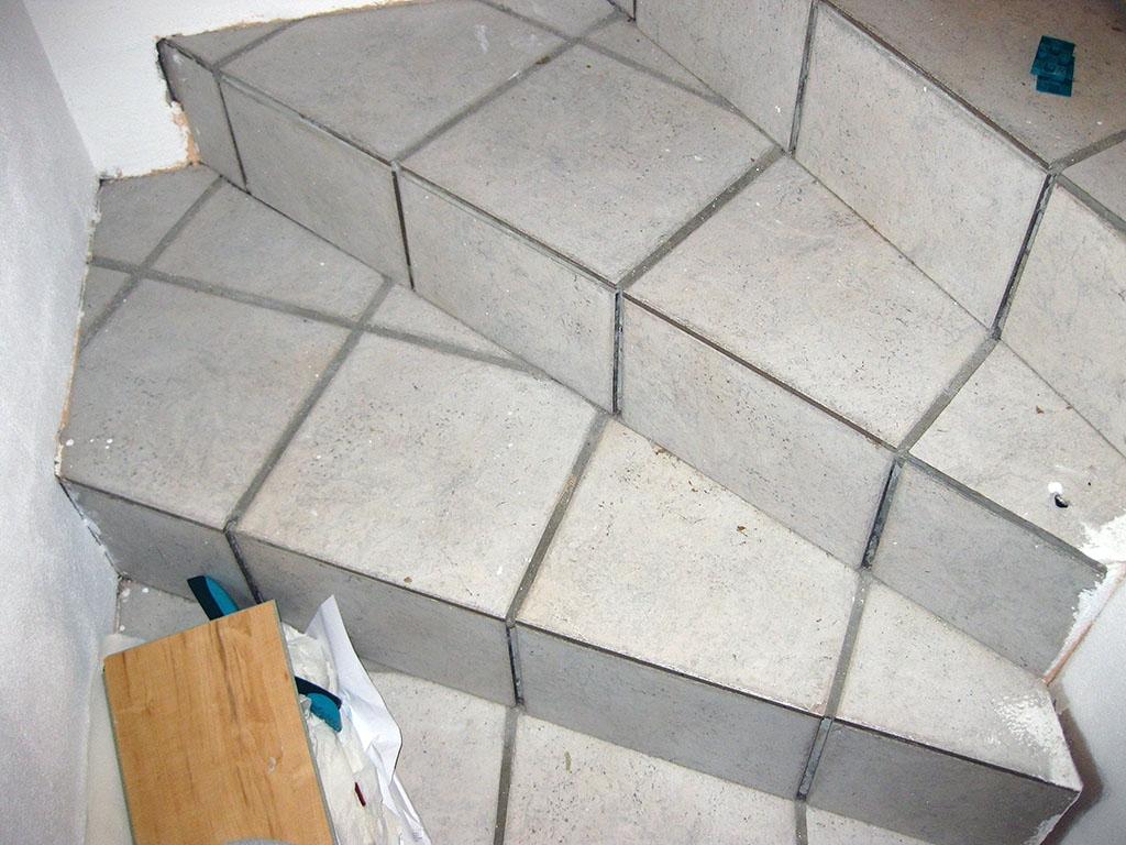 Very Treppe sanieren (alt: Fliesen, neu: Laminat Treppensystem QW15