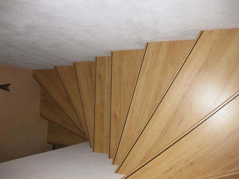 treppe sanieren alt fliesen neu laminat treppensystem. Black Bedroom Furniture Sets. Home Design Ideas