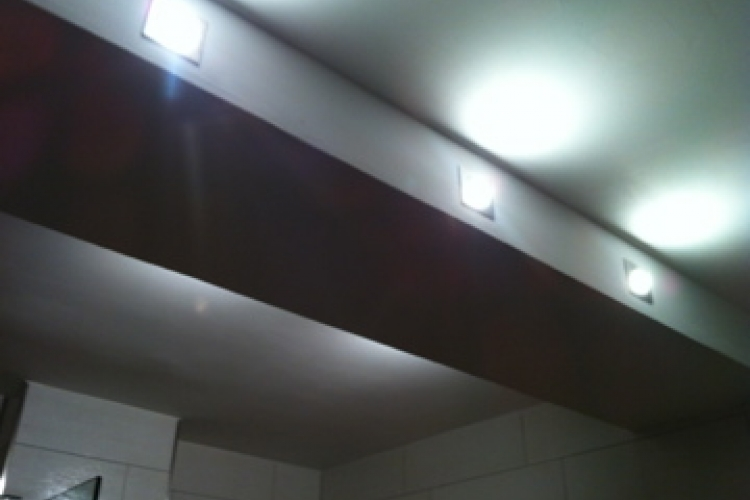 Badezimmerlampe bauen / Stahlträger verkleiden ...