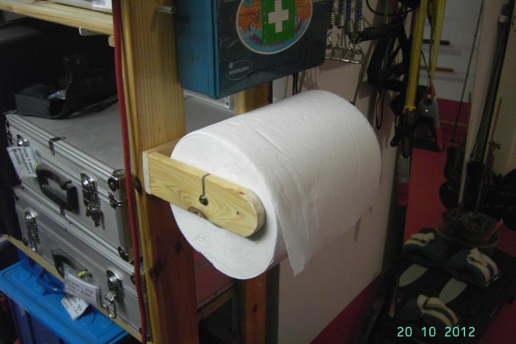 halterung f r papierolle bauanleitung zum selberbauen. Black Bedroom Furniture Sets. Home Design Ideas