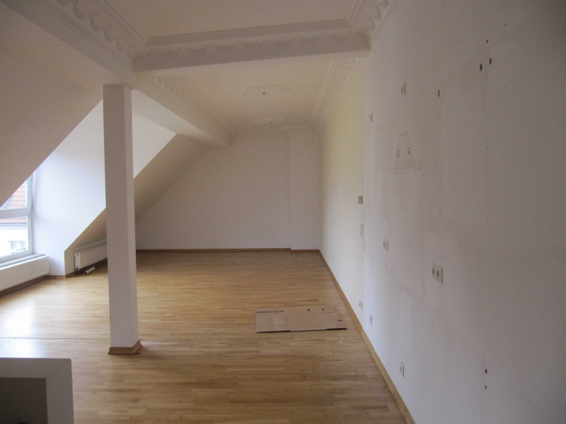 Küchenzeile ohne Küche und Hängeschränke ohne Wand ...