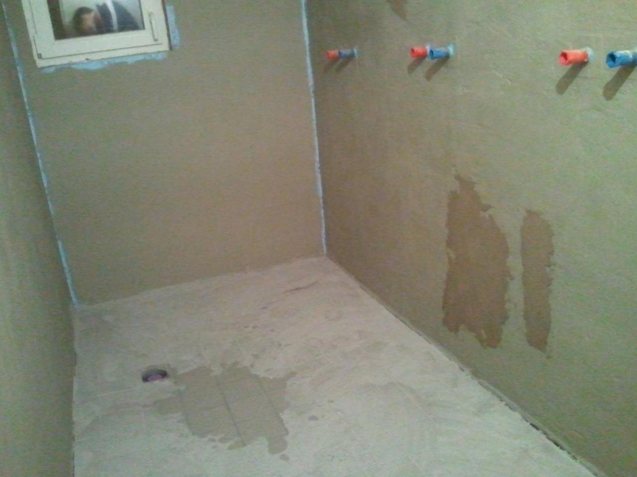 Renovierung eines Duschraums in einem Holz-Fachwerkhaus