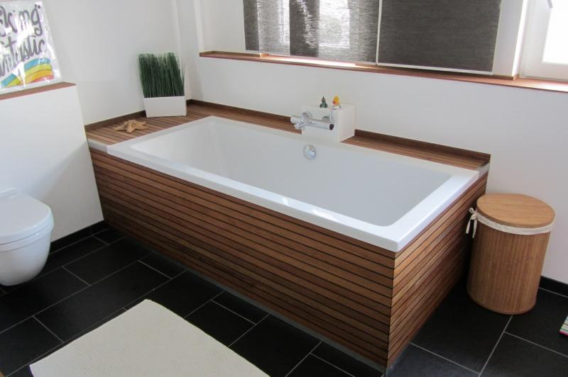 Extrem Badewannenverkleidung und Waschtisch aus Bootsparkett / Teak TN78