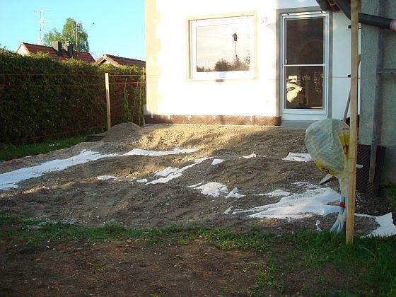 Bau einer 36 m2 Terrasse mit Steinmauer - Bauanleitung zum ...
