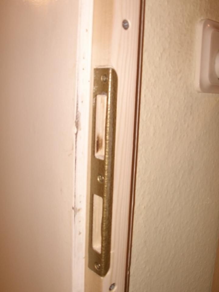 Super Reparatur eines Türrahmens im Bereich des Schließbleches SV33
