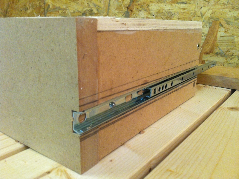 kinderschreibtisch h henverstellbar mit schublade bauanleitung zum selberbauen 1 2. Black Bedroom Furniture Sets. Home Design Ideas