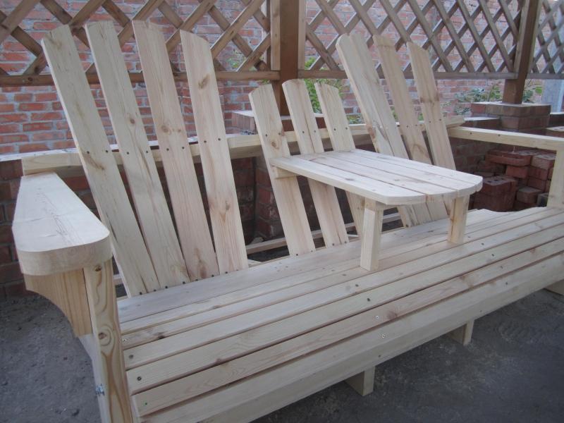 Bereiten Garden Sofa, Für Die Malerei. Sie Können In Ihrer Lieblingsfarbe  Oder Die Farbe Des Holzes Malen Und Verlassen Unter Zwei Schichten Lack.