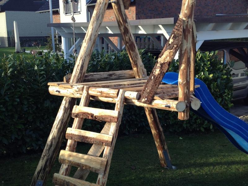 Kinderschaukel im Garten aus rustikalem Holz - Bauanleitung zum ...
